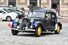 #Citroën #Traction au rassemblement mensuel de l'AVAVA à #Versailles Reportage complet : http://newsdanciennes.com/2015/12/08/retour-au-rassemblement-mensuel-de-versailles-par-lavava/ #Voitures #Anciennes #ClassicCar #Vintage #Vintagecars