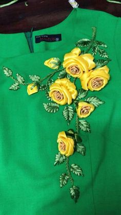 Ribbon Embroidery Flowers by Hand - Embroidery Patterns Ribbon Embroidery Tutorial, Hand Embroidery Dress, Kurti Embroidery Design, Fabric Flower Tutorial, Embroidery On Clothes, Silk Ribbon Embroidery, Hand Embroidery Designs, Fabric Flowers, Embroidery On Kurtis