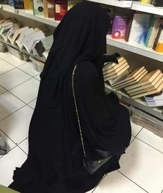 Shared by ياسمين♡. Find images and videos about islam, hijab and muslim on We Heart It - the app to get lost in what you love. Arab Girls Hijab, Muslim Girls, Beautiful Muslim Women, Beautiful Hijab, Hijabi Girl, Girl Hijab, Niqab Fashion, Modesty Fashion, Islam Women