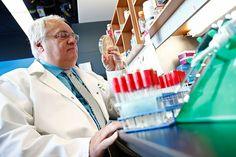Bio K Plus, un allié potentiel contre le C. difficile.  Denis Roy de l'Université Laval, étudie les probiotiques et l'alimentation depuis 25 ans.  LE SOLEIL, YAN DOUBLET Laval, Bio, Innovation, Internal Medicine, 25 Years Old, Sun, Food