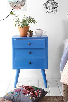 Blue accent table #decor #style... Paint color for downstairs bathroom
