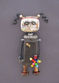 Found object robot sculpture: Polly & Wally. Recycled Robot, Recycled Art, Repurposed, Arte Robot, Robot Art, Found Object Art, Found Art, Arte Assemblage, Metal Robot