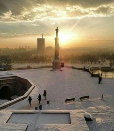Pobednik okupan u suncu I snegu