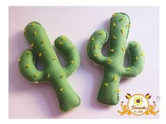 Cacto de Feltro Felt Diy, Felt Crafts, Fabric Crafts, Diy And Crafts, Arts And Crafts, Felt Succulents, Felt Cupcakes, Candle Art, Cactus Decor
