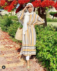 Cute and easy casual hijab looks Modest Casual Outfits, Casual Hijab Outfit, Modern Outfits, Hijab Fashion Casual, Modest Outfits Muslim, Hijab Fashion Summer, Street Hijab Fashion, Muslim Fashion, Modest Fashion