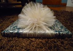 How to make an easy tulle bow for gift wrapping. I love tulle for bows. Present Wrapping, Creative Gift Wrapping, Creative Gifts, Diy Gift Wrapping Bows, Gift Wrapping Ideas For Birthdays, Gift Wraping, Wedding Gift Wrapping, Christmas Gift Wrapping, Christmas Crafts