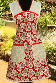 Vintage Inspired Full Apron in a Retro Red, Pink, Green and Grey Retro Apron Patterns, Apron Pattern Free, Tunic Sewing Patterns, Sewing Aprons, Dress Patterns, Homemade Aprons, Aprons Vintage, Dress Vintage, Cool Aprons