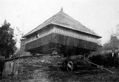 Filgueira, preto de Cabanela, Navia de Suarna. Hórreo con cuberta de lousa. Arquivo Ebeling nº 471.