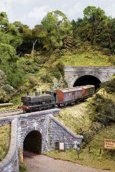 Tunnel-in-inside-of-model-train-layout