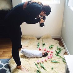 If only we could all lay swaddled on a fuzzy rug surrounded by tulips with rays of warm sunshine on our faces.... Love this sweet #bts newborn session with @bethanypaigephoto | #fotospotting
