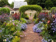 Idee giardino rustico molto colorato e profumato