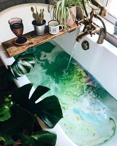 200 Decades of Boho Bohemian style has, for over 200 decades, been an exotic alternative to the appr Entspannendes Bad, Spa Jacuzzi, Deco Nature, Diy Shampoo, Dream Bath, Relaxing Bath, Beautiful Friend, Spa Day, Bathroom Ideas