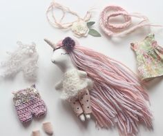 Mini Unicorn Doll Dress up setDiscover recipes, home ideas, style inspiration and other ideas to try. All these tiny outfits have me like 😍😍😍 Felt Crafts, Kids Crafts, Muñeca Diy, Unicorn Doll, Handmade Stuffed Animals, Handmade Soft Toys, Fabric Animals, Fabric Toys, Plush Pattern