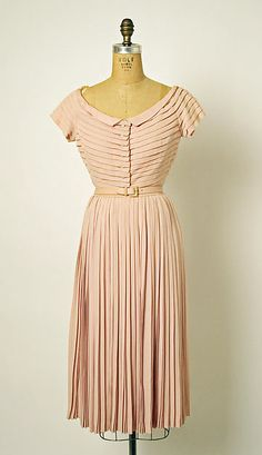 """yeoldefashion: """" This super sweet """"Bagatelle"""" afternoon dress is from Dior's Spring-Summer 1952 collection. Vestidos Vintage, Vintage Dresses, Vintage Outfits, Vintage Dior, Vintage Couture, Vintage Hats, Vintage Style, Christian Dior, 1950s Fashion"""