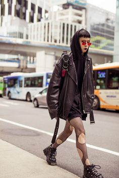 Tokyo Street Style Is the Epitome of Thoughtful Fashion - - The Best Street Style Looks from Tokyo Fashion Week Source by wanderwayphoto Tokyo Fashion, Japanese Street Fashion, Harajuku Fashion, Cool Street Fashion, Grunge Fashion, Fashion Week, Punk Fashion, Korean Fashion, Fashion Trends