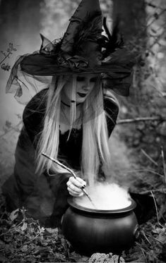 Brewing a Magick Potion. Real Witches, Witches Brew, Witch Pictures, Witch Pics, Halloween Photos, Vintage Halloween, Halloween Table, Halloween Signs, Vintage Holiday