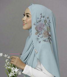 @marshmallowscarf Kebaya Wedding, Muslimah Wedding Dress, Wedding Hijab Styles, Instant Hijab, Moslem Fashion, Arabian Women, Hijab Trends, Hijab Chic, Beautiful Hijab