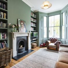 Vacation House in London Borough of Hackney Dark Living Rooms, Living Room Green, Green Rooms, New Living Room, Living Room Interior, Home And Living, Living Room Decor, English Living Rooms, London Living Room