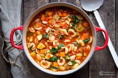 80 clean eating snacks for people on the run - Clean Eating Snacks Italian Vegetable Soup, Italian Vegetables, Italian Soup, Best Minestrone Soup Recipe, Olive Garden Minestrone Soup, Veggie Recipes, Healthy Recipes, Soup Kitchen, Slow Cooker Soup