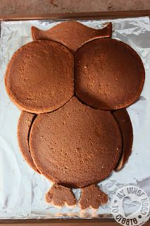 DIY Owl Cake made from Round Cake Pans. now I have to find a reason to make an owl cake! Justine I will making you a cake soon. Just Desserts, Delicious Desserts, Dessert Recipes, Yummy Food, French Desserts, Fun Food, Round Cake Pans, Round Cakes, Owl Cakes