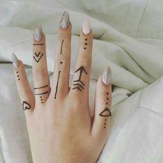 Finger henna design henna tattoo designs simple, small henna tattoos, f Henna Finger Tattoo, Henna Tattoo Muster, Small Henna Tattoos, Mehndi Tattoo, Simple Finger Tattoo, Mehndi Art, Finger Tattoos, Small Henna Designs, Henna Tattoo Designs Simple