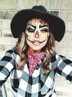 This pretty AF scarecrow. Halloween Makeup For Kids, Halloween Costumes Scarecrow, Scarecrow Makeup, Cute Halloween Makeup, Pretty Halloween, Halloween Ideas, Halloween Disfraces, Holidays, Costume Makeup