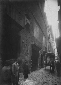 #Vintage picture of  Montcada Street, 1889-1905 barcelona #Catalonia- Arxiu Històric de la Ciutat de Barcelona. There is now located Museo Picasso, in the middle of the Born.