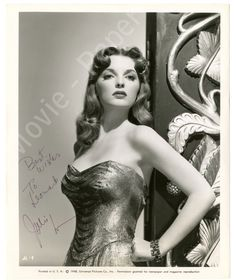 Listen to music from Julie London like Cry Me a River, I'm in the Mood for Love & more. Find the latest tracks, albums, and images from Julie London. Vintage Hollywood, Hollywood Glamour, Hollywood Stars, Classic Hollywood, Hollywood Actresses, Hollywood Icons, 50s Vintage, Vintage Art, Vintage Style
