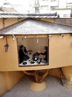 Treehouse by Terunobu Fujimori  : TAKASUGI-AN (tea house) the tea room in the garden