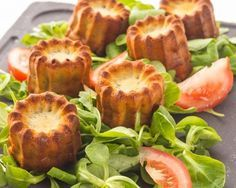 Cannelés au Roquefort / Little blue cheese cakes Vol Au Vent, Tapas, Fingers Food, Vegetarian Recipes, Cooking Recipes, Good Food, Yummy Food, Ramadan Recipes, Savoury Cake