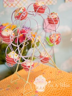 Love this cupcake holder ferris wheel