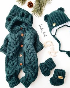 No photo description available. Knitting For Kids, Baby Knitting Patterns, Knitting Projects, Sewing Projects, Knitted Baby Clothes, Cute Baby Clothes, Crochet Clothes, Cute Babies, Baby Kids