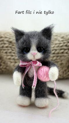 Fart filc i nie tylko Needle Felted Cat, Needle Felted Animals, Crochet Animals, Felt Animals, Crochet Toys, Cute Animals, Needle Felting Tutorials, Felt Cat, Cat Doll