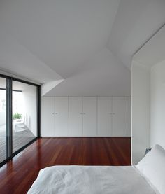 Image 27 of 40 from gallery of GMG House / Pedro Gadanho. Photograph by Fernando Guerra   FG+SG