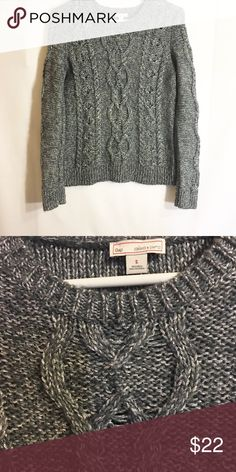 Gap gray knit sweater Very cute and warm! Size small! Make an offer! GAP Sweaters Crew & Scoop Necks