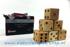 6 grote Dobbelstenen (hout) 9x9x9 cm in draagtas. €39.-
