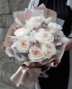 Find images and videos about flowers, roses and bouquet on We Heart It - the app to get lost in what you love. Boquette Flowers, Beautiful Bouquet Of Flowers, Luxury Flowers, Beautiful Flower Arrangements, Planting Flowers, Floral Arrangements, Hand Bouquet, Flower Bouquet Wedding, Floral Wedding