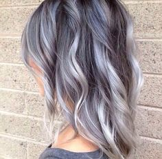 20 Ombre Hair For Mid-Length Hair Hair Color Ideas We put at your disposal 20 models of shaded hair chic beautiful for the medium hair. Check out all the hair coloring trends on our website. Granny Look, Granny Chic, Dream Hair, Love Hair, Pretty Hairstyles, Gray Hairstyles, Scene Hairstyles, Winter Hairstyles, Messy Hairstyles