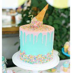 Cutest cake ever!  @karaspartyideas has the cutest ideas. Check them out!