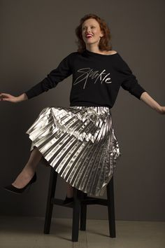 Metallic Pleated Skirt, Sequin Skirt, Karen Elson, Pictures Of The Week, Famous Faces, Trendy Outfits, Ballet Skirt, Vogue, Sexy