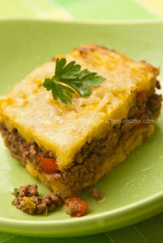 Pastelon de platano maduro One of my favorite comfort foods :) Ripe plantain casserole - legit Dominican Rep cooking Comida Latina, Plats Latinos, Plantain Recipes, Yuca Recipes, Comida Boricua, Ripe Plantain, Puerto Rico Food, Spanish Dishes, Sweets