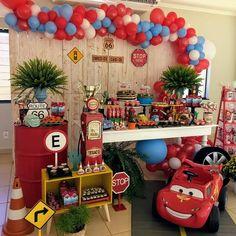 elegant first birthday 2nd Birthday Party Themes, Cars Birthday Parties, 15th Birthday, Birthday Balloons, Birthday Party Decorations, Pixar Cars Birthday, Car Birthday, Festa Hot Wheels, Indoor Birthday