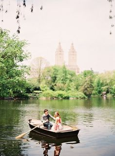 Central park boat e-sesh: http://www.stylemepretty.com/new-york-weddings/new-york-city/2015/02/16/adorable-nyc-engagement-session/ | Photography: Alicia Swedenborg - http://www.aliciaswedenborg.com/