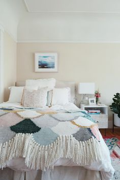 Is your small bedroom feeling a bit cramped? Try our 7 small bedroom furniture hacks and arrange bedroom furniture like a professional interior designer.