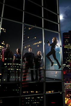 Leverage (full cast, from left: Aldis Hodge, Gina Bellman, Timothy Hutton, Christian Kane, Beth Riesgraf)