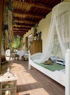 Și-a proiectat casa și decorul ei cu gândul la copii. Și ce romantic e totul / dreamy romantic house