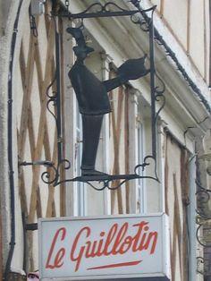 """Enseigne de la pâtisserie """"les trois flûtes"""". Cette maison à colombages du XVème siècle était déjà une pâtisserie au XVIème et a toujours appartenu à des commerçants by Pat de verre"""