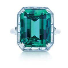 Bague Tiffany diamant et émeraude – Photo: Carlton Davis
