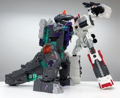 Titans Return Trypticon First Size Comparison Picture With Metroplex - Transformers News - TFW2005