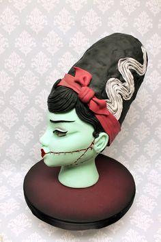 This Bride of Frankenstein is a true work of art! Bride Of Frankenstein, Custom Cakes, Fondant, Sculpting, Icing, Urban, 3d, Creative, Artwork
